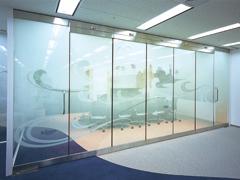 オフィス空間を効果的に引き立てるグラフィックデザイン4